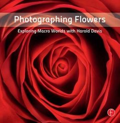 Photographing Flowers: Exploring Macro Worlds with Harold Davis (Paperback)-cover